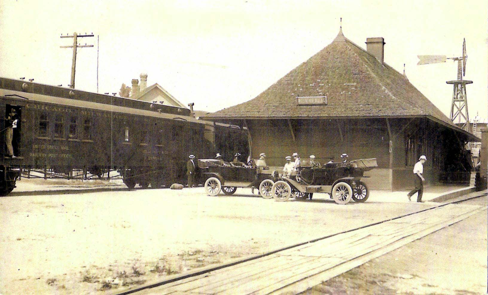eagle-depot-w-train-1920s