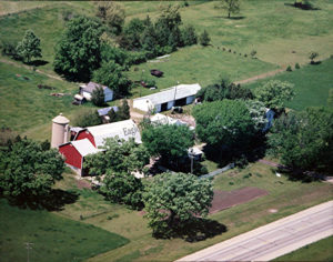 Aerial photograph of Friendly Acres farm in 1990